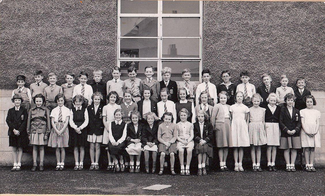 Murrayburn Primary School-Class of 1952 Teacher Unknown.