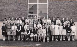 Murrayburn Primary School Class of 1952 - Teacher Unknown.