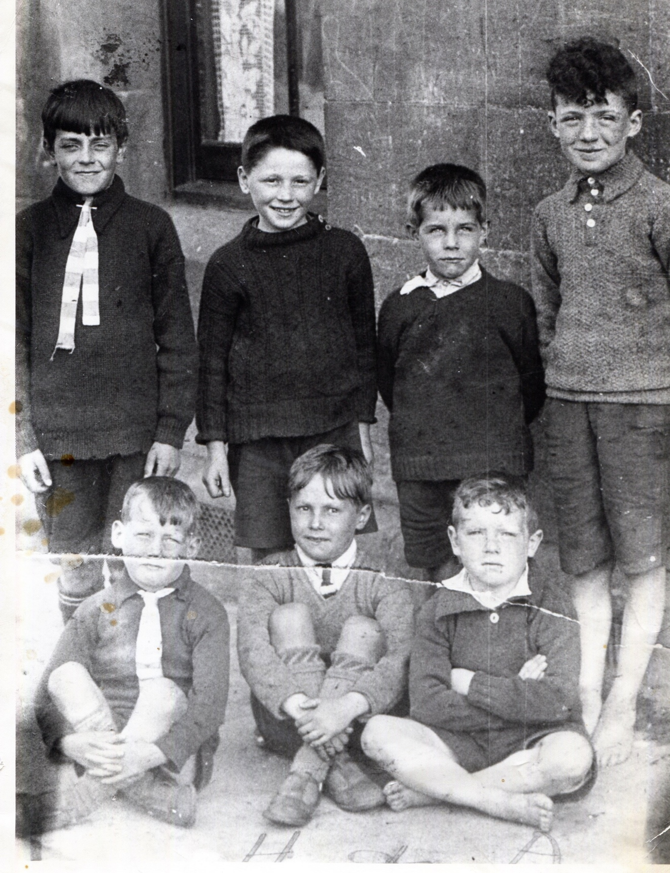 Group of pals outside the Hole in the Wall pub, New Street, Fisherrow, Musselburgh