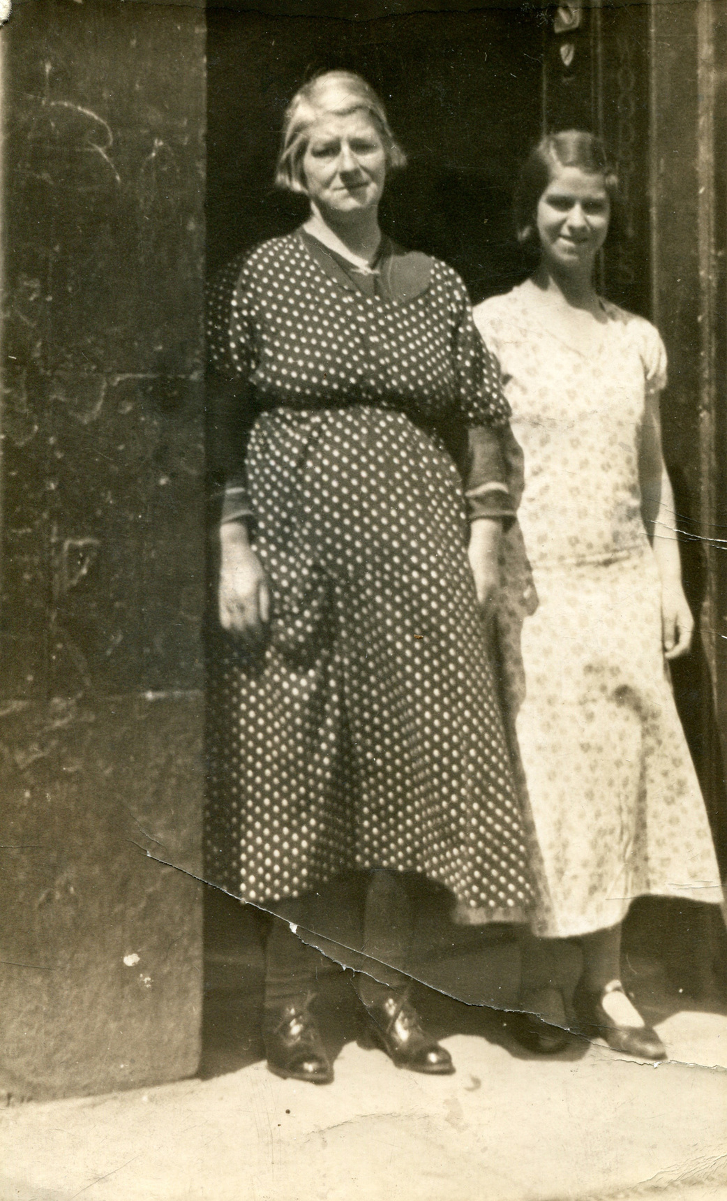 Mother And Daughter In Doorway Of Shop In The Canongate c.1935