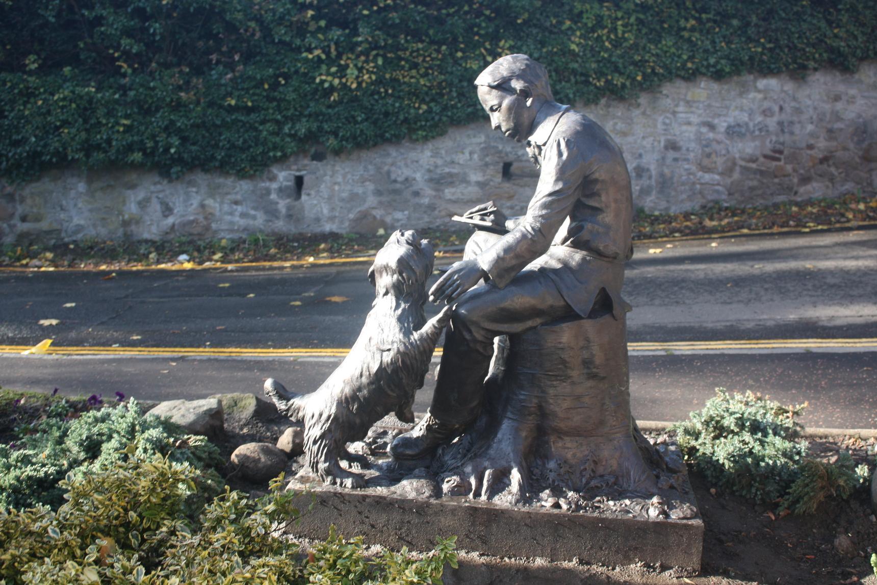 Statue : Robert Louis Stevenson as a boy