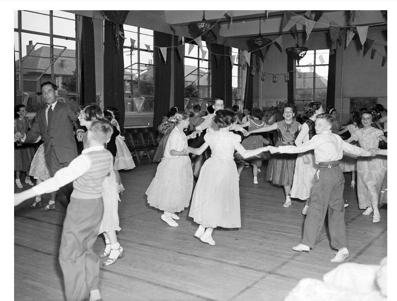 "Murrayburn Primary School  ""Qually Dance"" 1954"
