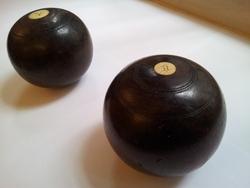Set of 2 bowling balls
