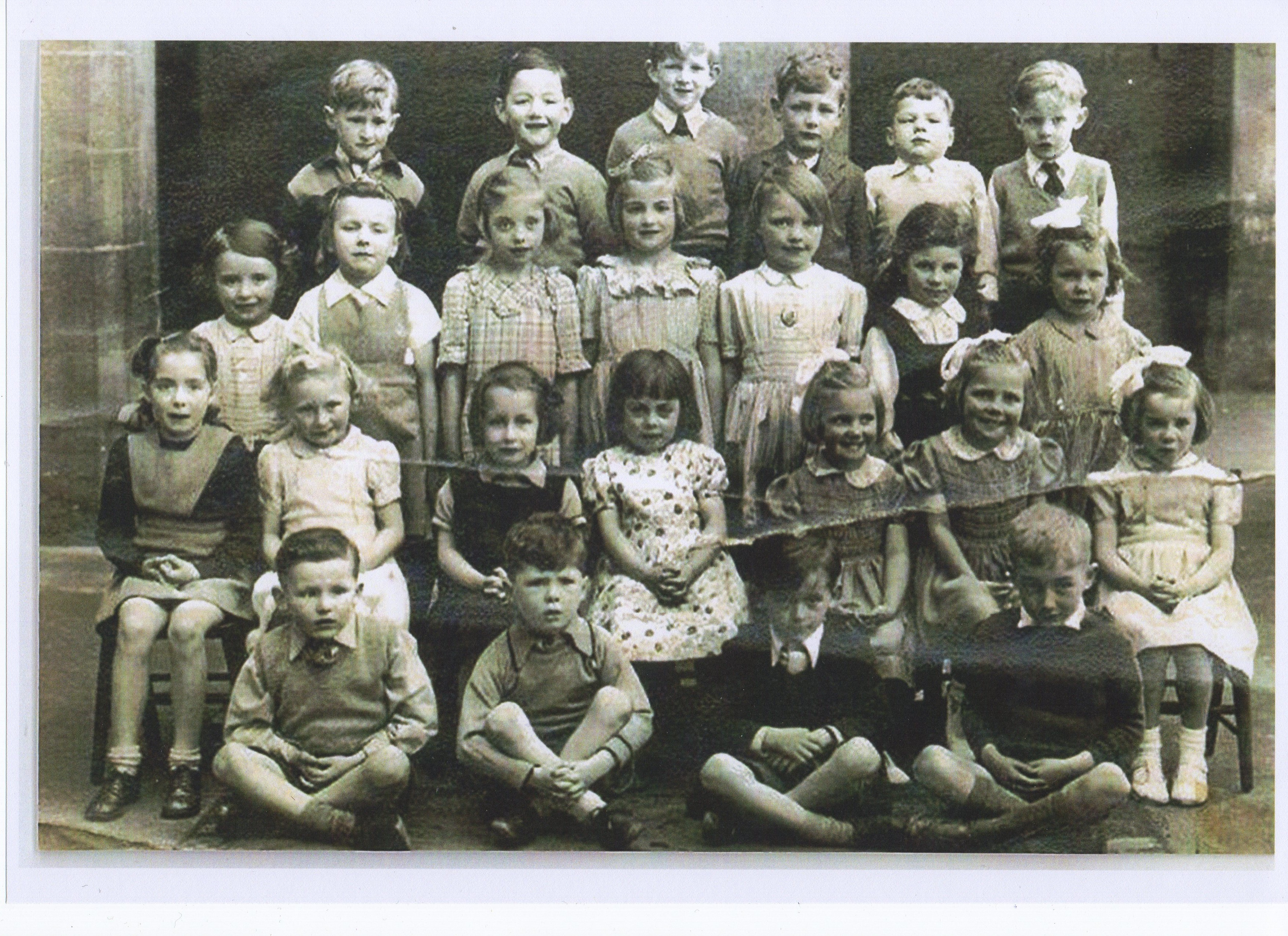 Dean School Class Photo with twins Wendy & Marjory