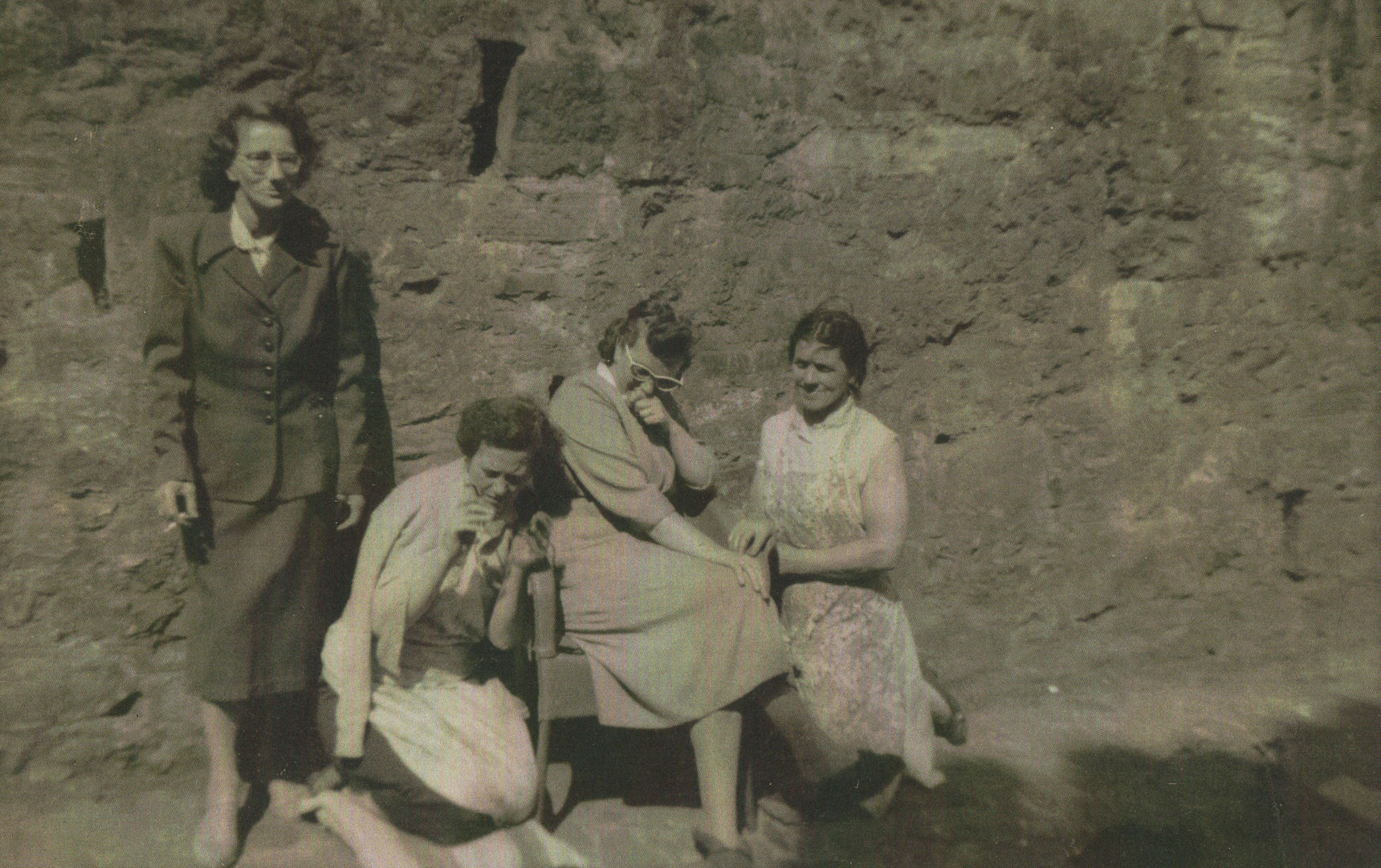 Mum in Dean Path chatting to her sister Mamie johnston and two neighbours.