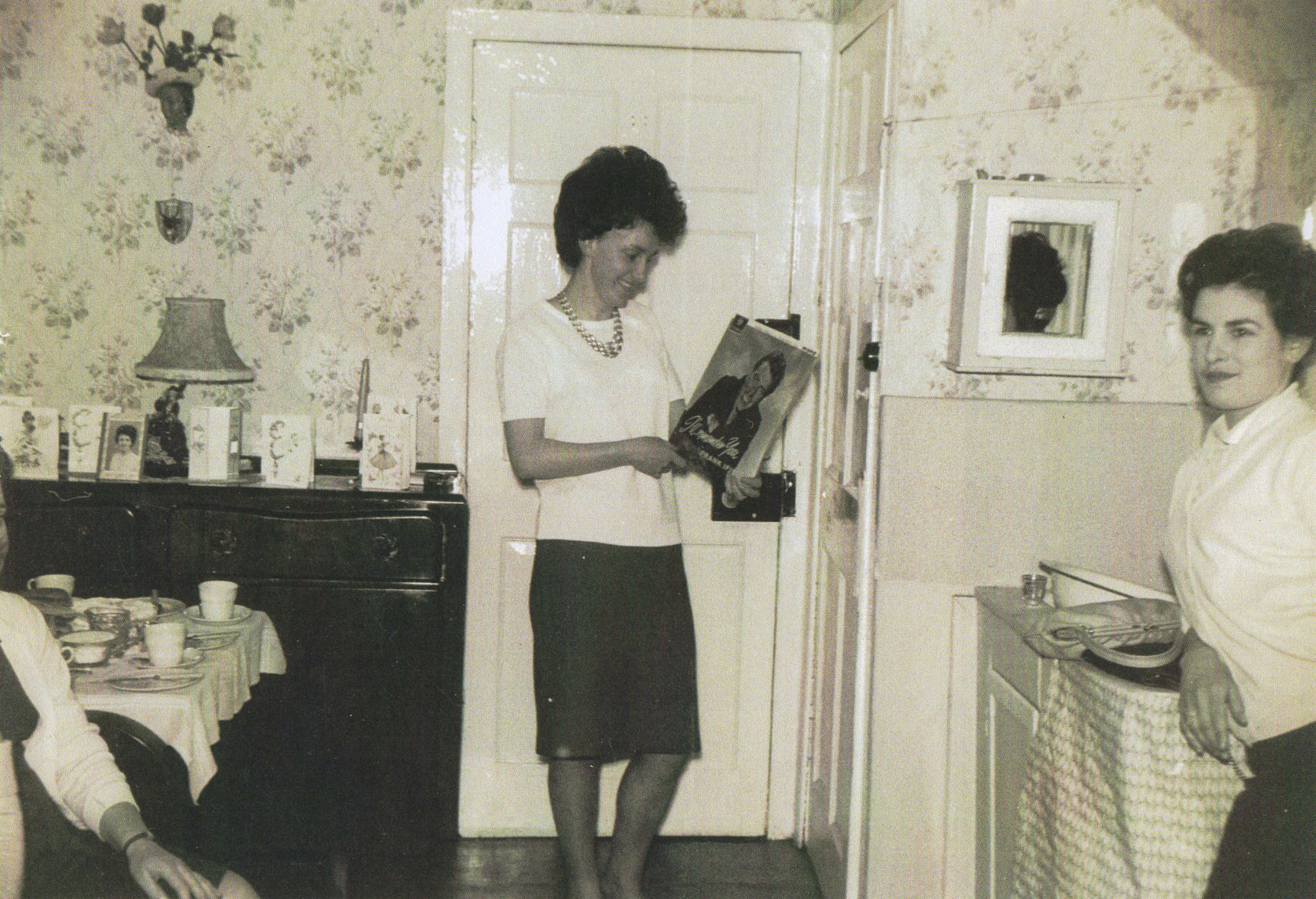 """Me holding a Long Playing Vinyl Record (LP) titled """"I'll Remember You"""" by Frank Ifield."""