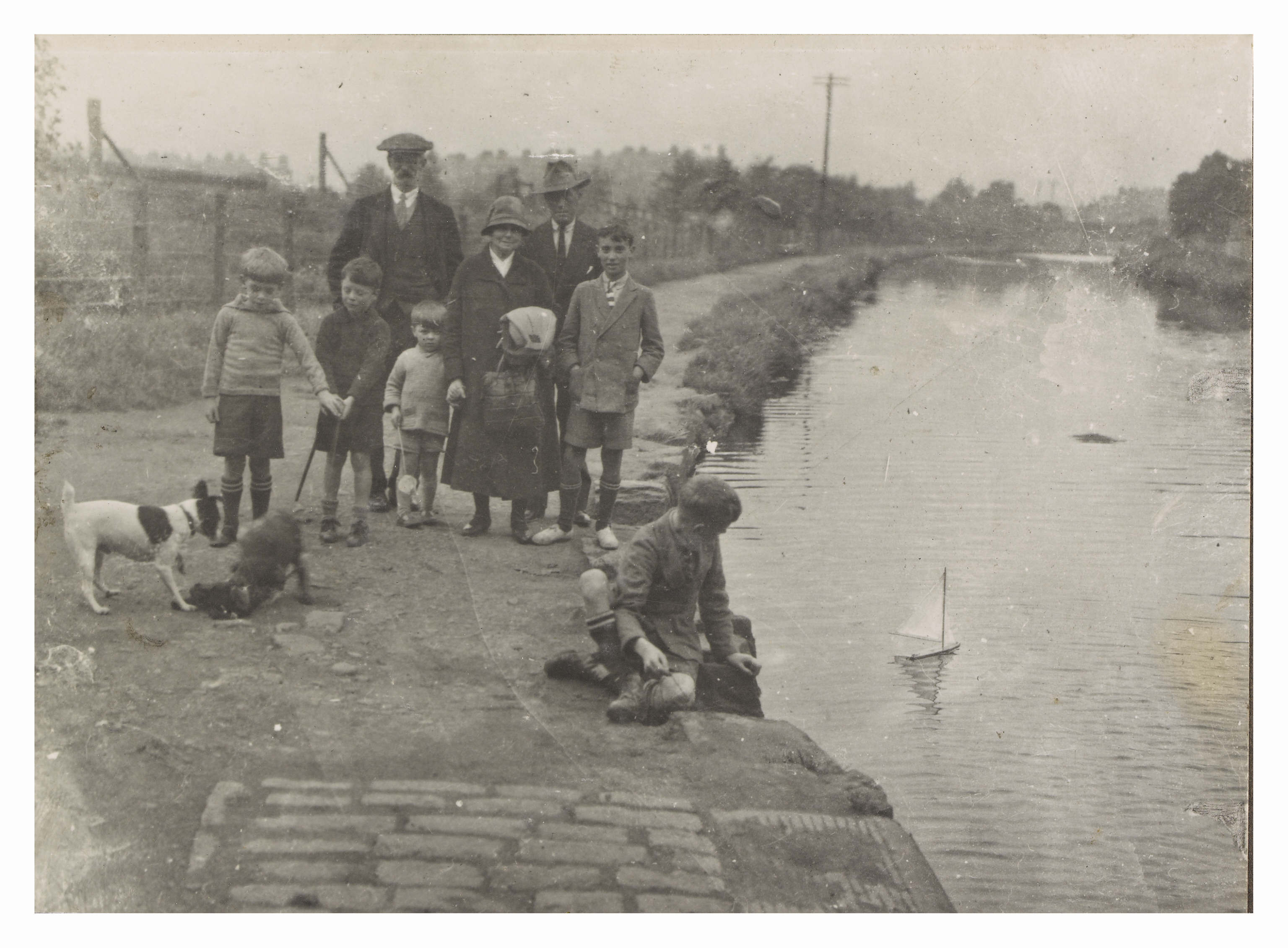 A family on the banks of the Union Canal