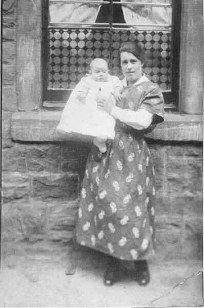 An Aunt With Her Niece At Wilkie Place 1922