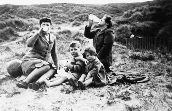 Family On Trip To The Seaside c.1952