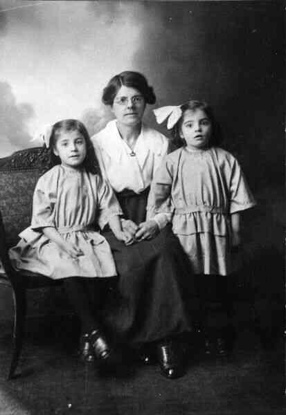 Studio Portrait Mother And Daughters 1918