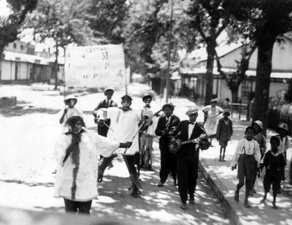 Street Musicians 1920s