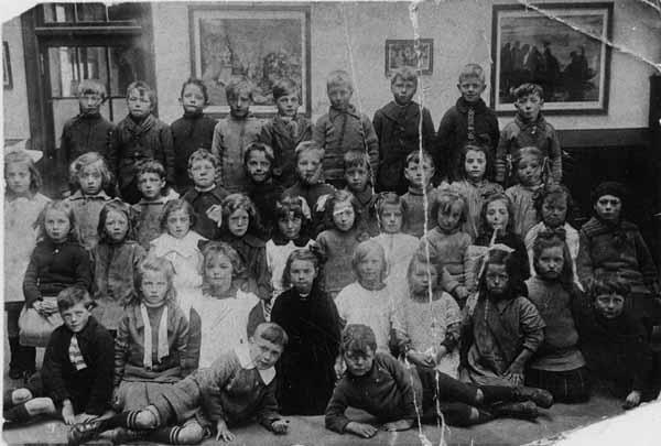 Dr Bell's School Class Portrait 1923