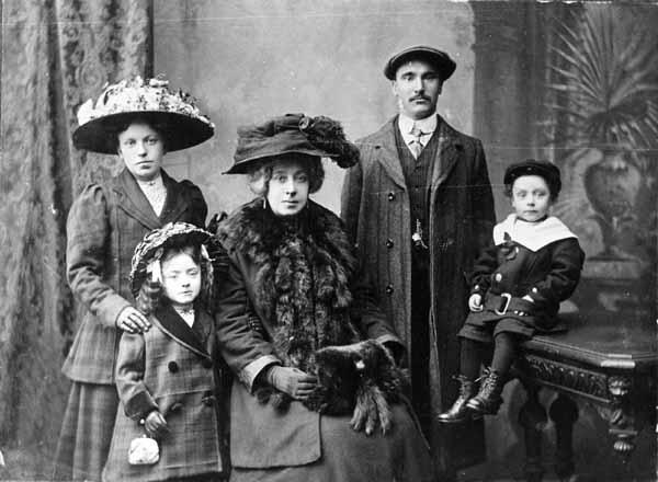 Studio Portrait Victorian Family 1890s