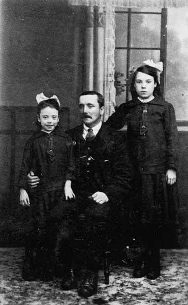 Studio Portrait Father And Daughters 1915