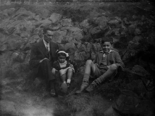 Family Outing Duddingston Loch 1949