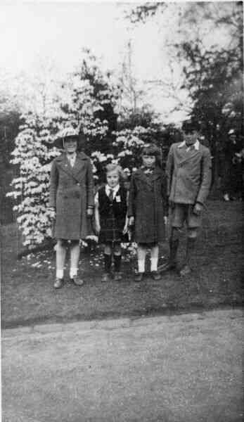 Children At Botanic Gardens 1935