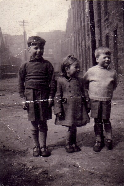 Three Children In The Back Green At 17 Murdoch Terrace 1948