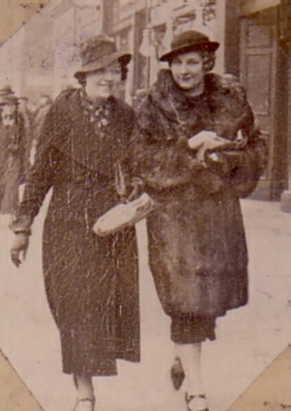 Shopping On Princes Street 1935