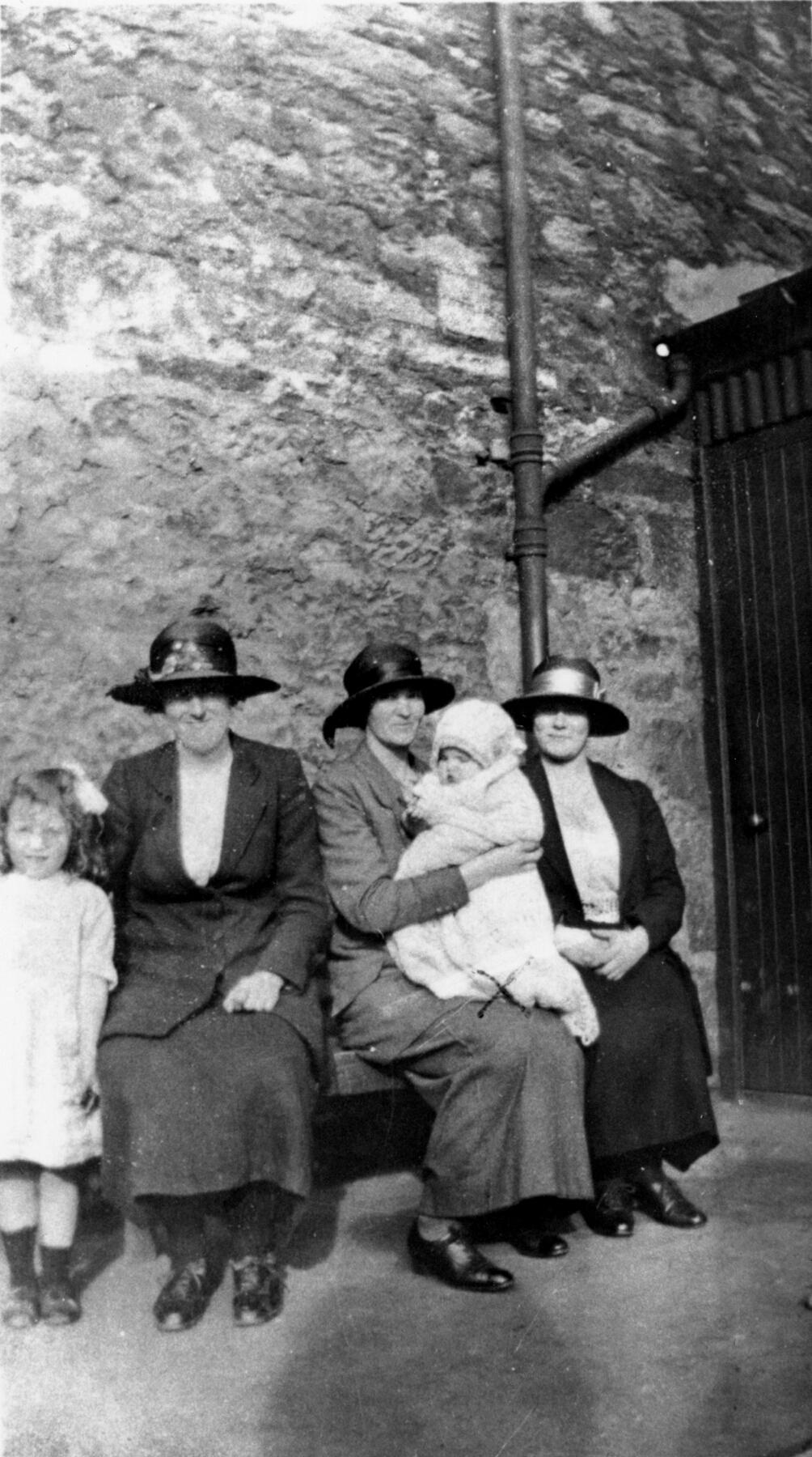 Christening Group At Dalmeny Street United Free Church 1922
