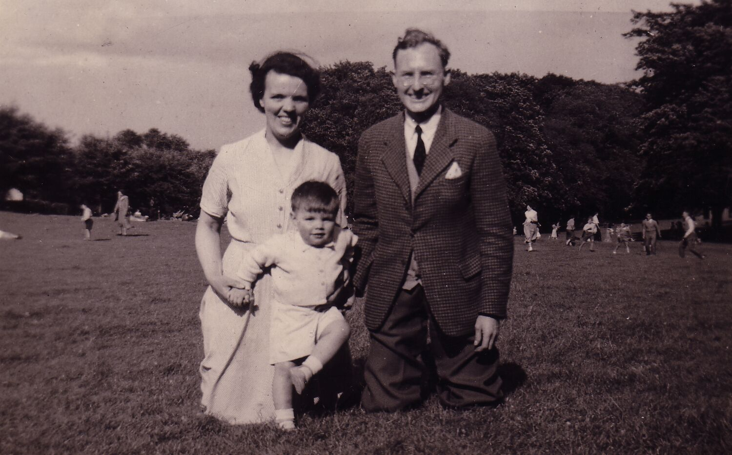 Family Day Out In Lochend Park 1954