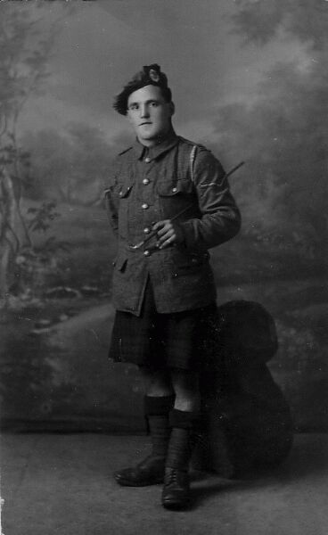 Studio Portrait Soldier Of The Dandy Ninths (Royal Scots) 1910s