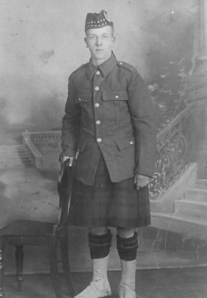 Studio Portrait Private In The Gordon Highlanders c.1915