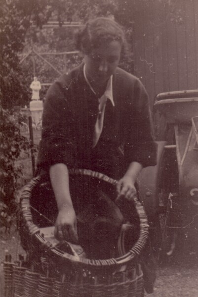 Fishwife With Creel And Skull In Morningside 1930s