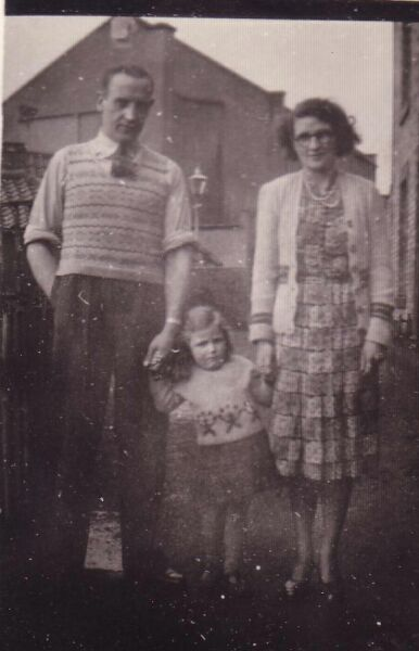 Young Family Visiting Relatives In Leven c.1952