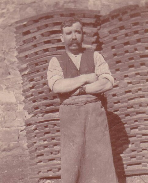 Cooper At The Guinness Brewery In Dublin 1918