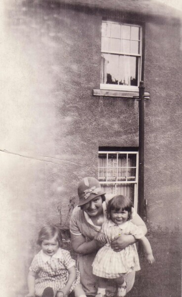 Mother And Children In Their Granny's Back Green 1933