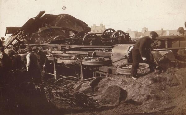 Postcard Of Train Crash At Burntisland 1914