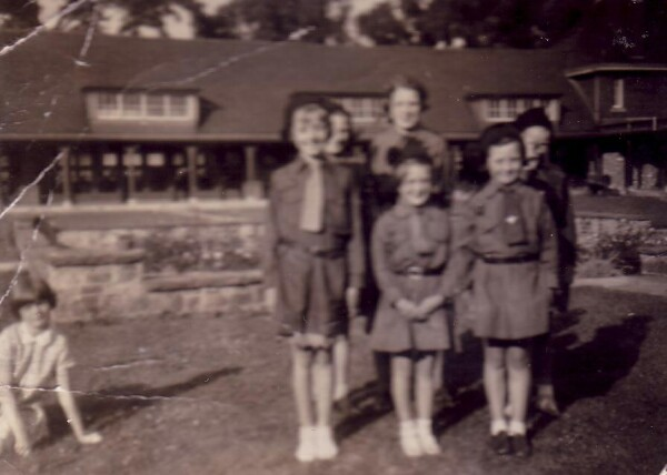 1H2B Brownie Pack Prestonfield Primary School c.1941