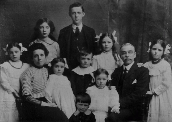 Studio Portrait Large Family 1913