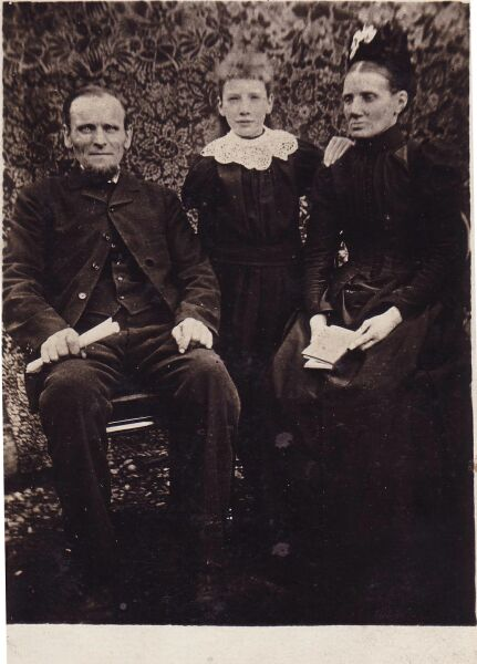 Victorian Portrait Of Forfar Family c.1891
