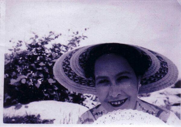 Close-up Portrait Woman In Sun Hat With Fan c.1950