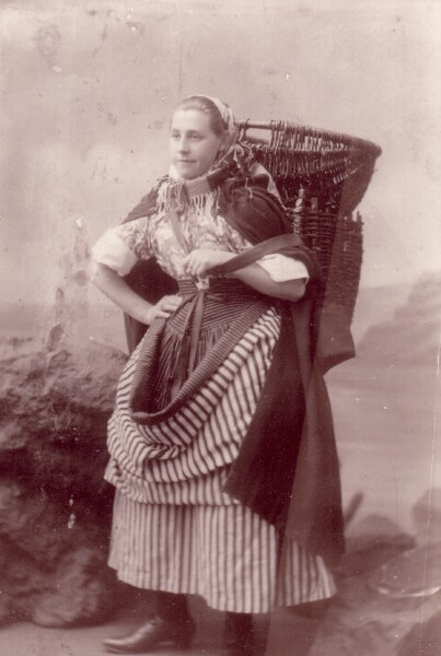 Studio Portrait Fisherrow Fishwife 1900s