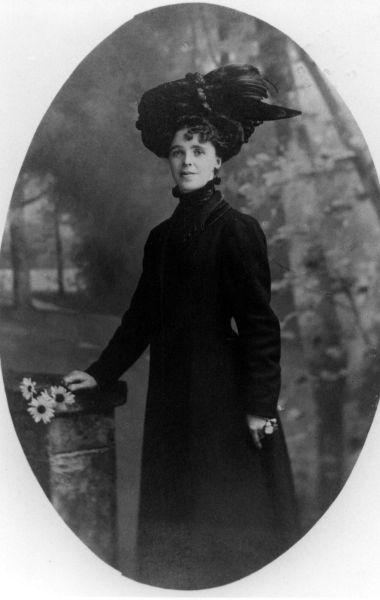 Studio Portrait Edwardian Lady c.1909