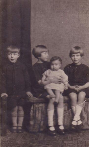 Studio Portrait Family Children 1931