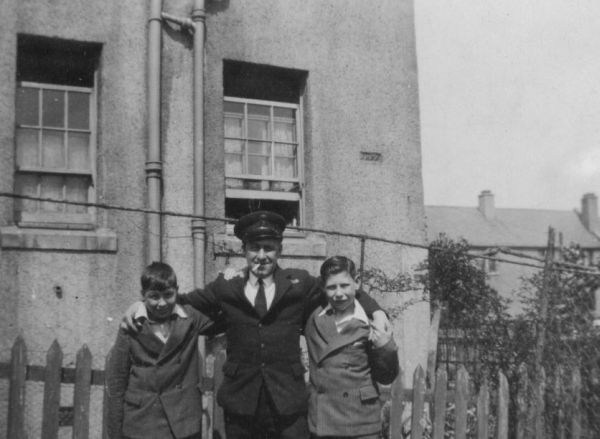 A Father Home On Leave At 26 Prestonfield Avenue 1940s