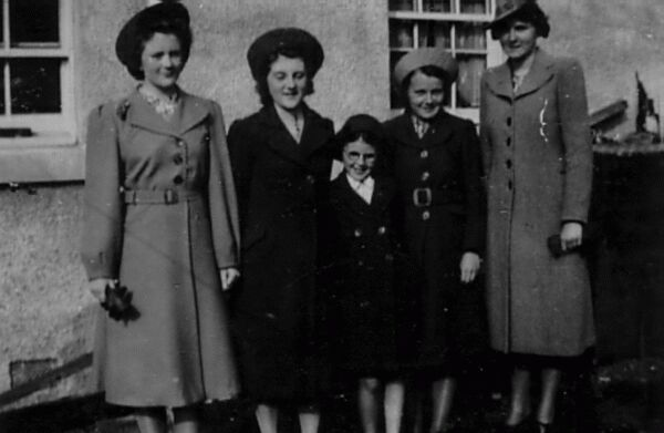 Family Of Shetland Sisters 1941