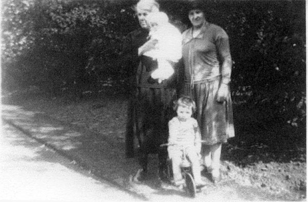 Family In The Grounds Of Donaldson's Hospital c.1928