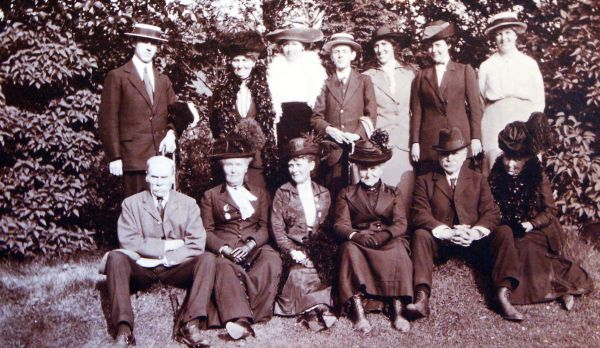 Extended Family Photo Pre 1914