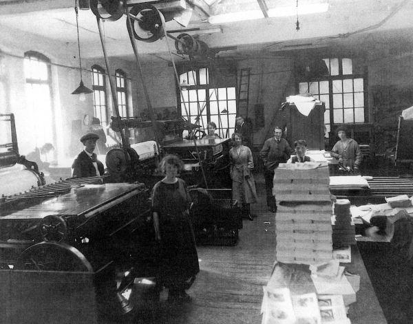 Workers At J&J Gray Printers Print Room In Little King Street c.1930