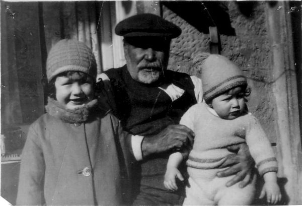 Grandfather With His Grandchildren At Port Bannatyne 1928