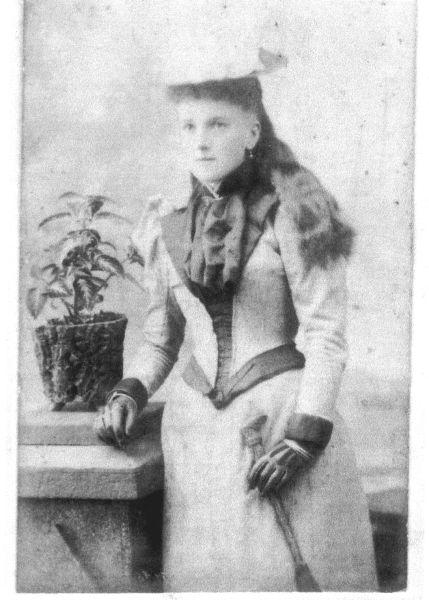 Studio Portrait Young Victorian Woman c.1890