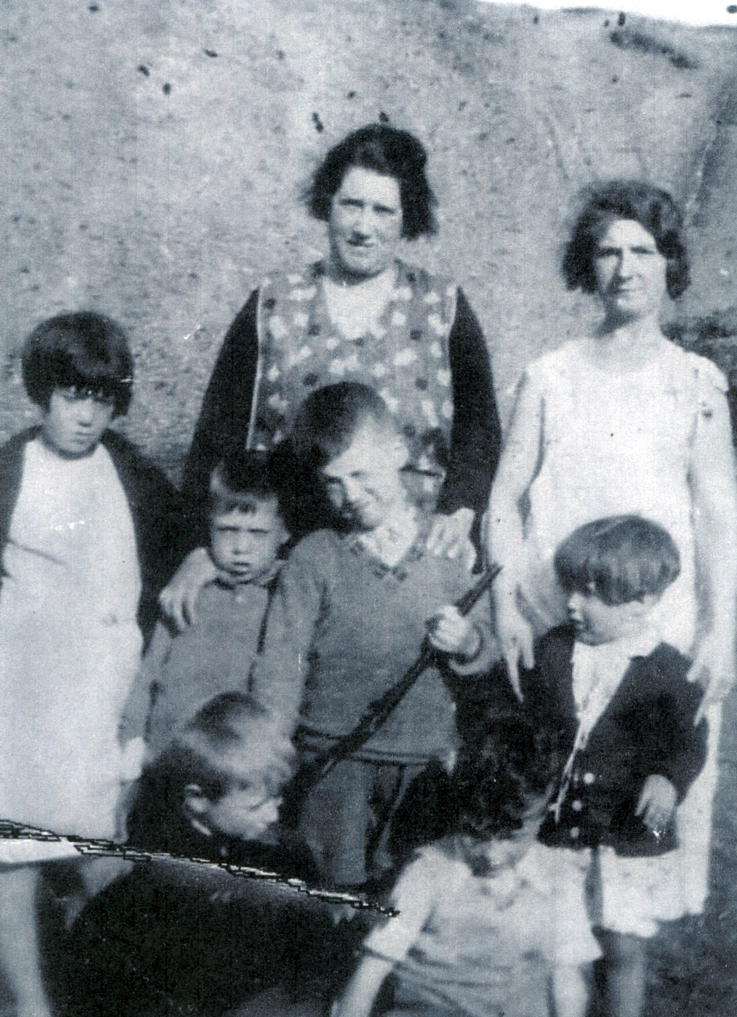 Two Mothers With Their Children At High Binn In Burntisland 1936