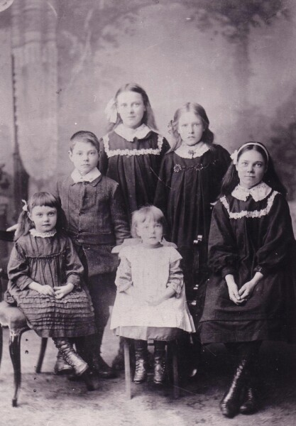 Studio Family Group Portrait 1900s