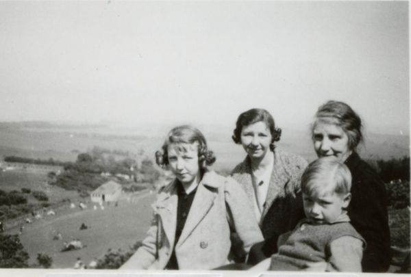 Family Day Out At Hillend Park 1939