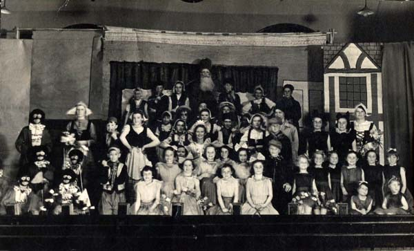 Kinderspiel Choir Performing 'Jan of Windmill Land' At St Andrew's Hall, early 1940s