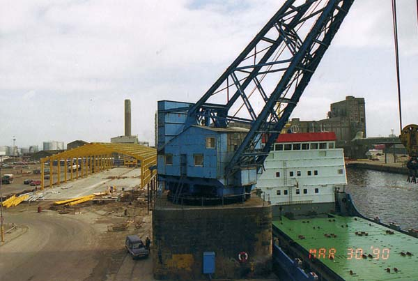 Hundred And Twenty Ton Crane At Leith Docks 1990